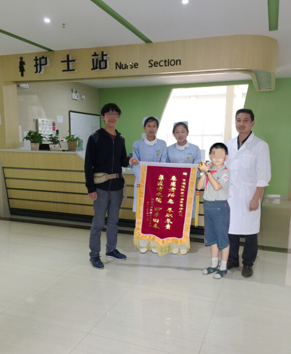而选择从江川县驱车将孩子送到了通海华康医院,希望能通过保胆取石